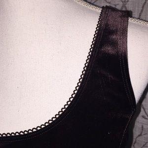 Laura Tops - Laura velvet brown top